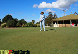 Tj trys her har at Golf in Tocumwal